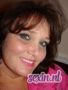 Verzorgde oudere vrouw zoekt seks in Hilversum