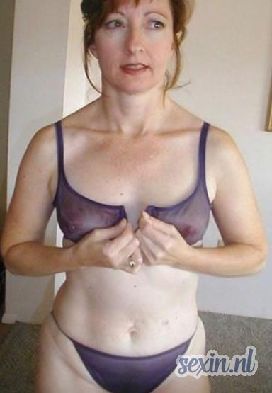 Verlegen meid zoekt seks contact in Koedijk
