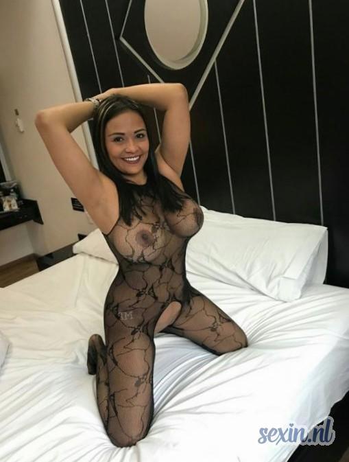 Gebonden vrouw vol lust zoekt seks